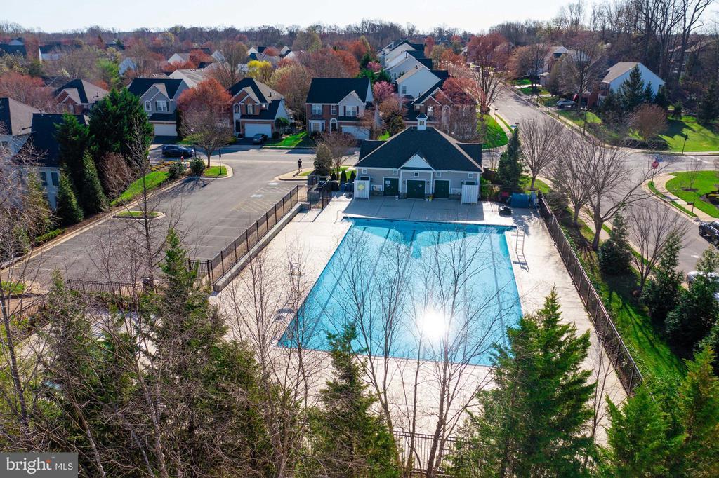 Community pool - just blocks away - 20443 STONE SKIP WAY, STERLING