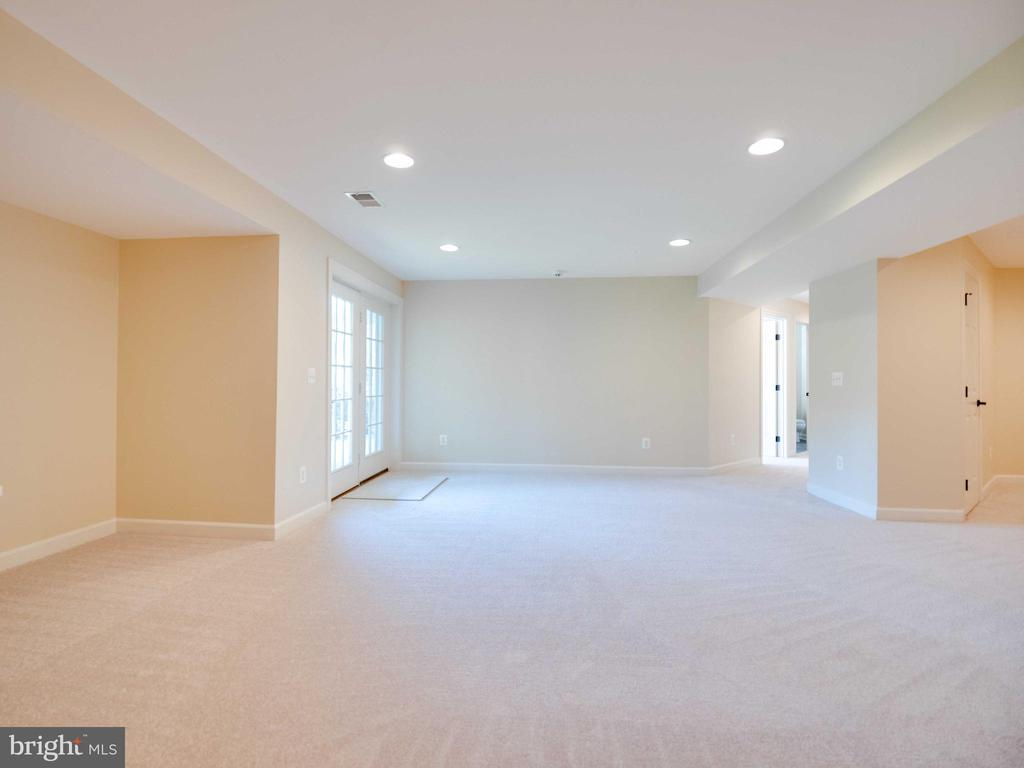 Lower level walk out - 20443 STONE SKIP WAY, STERLING