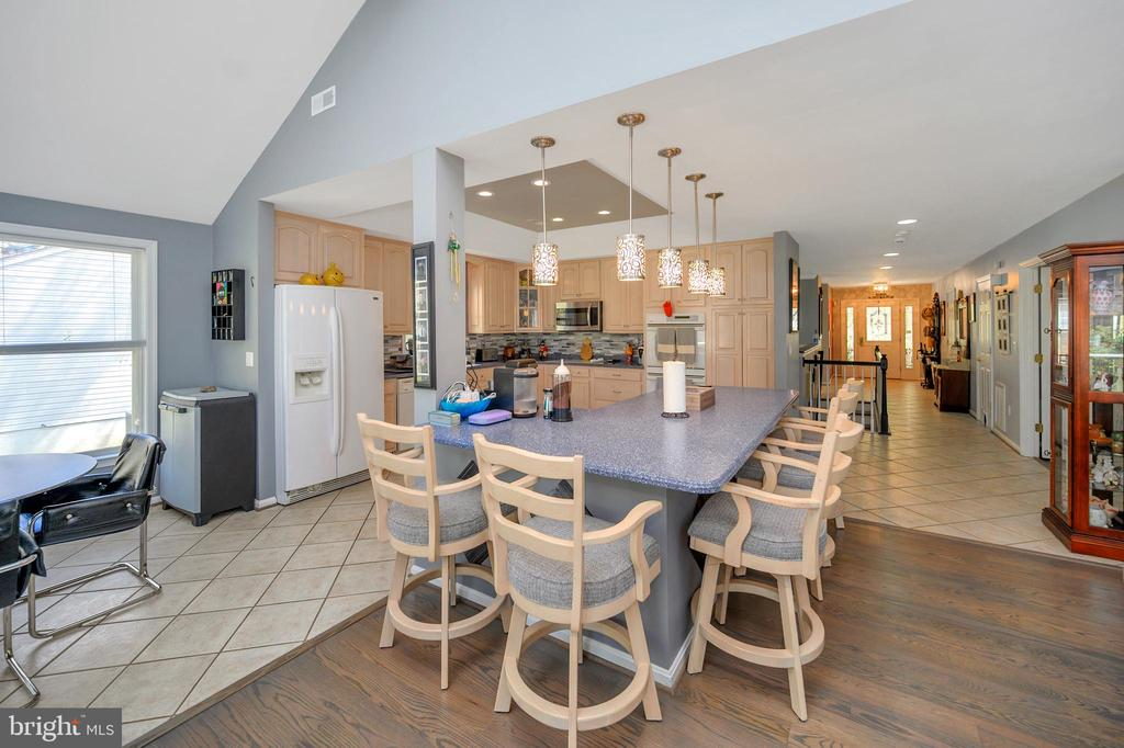 Shared Kitchen and living area - 105 JEFFERSON AVE, LOCUST GROVE