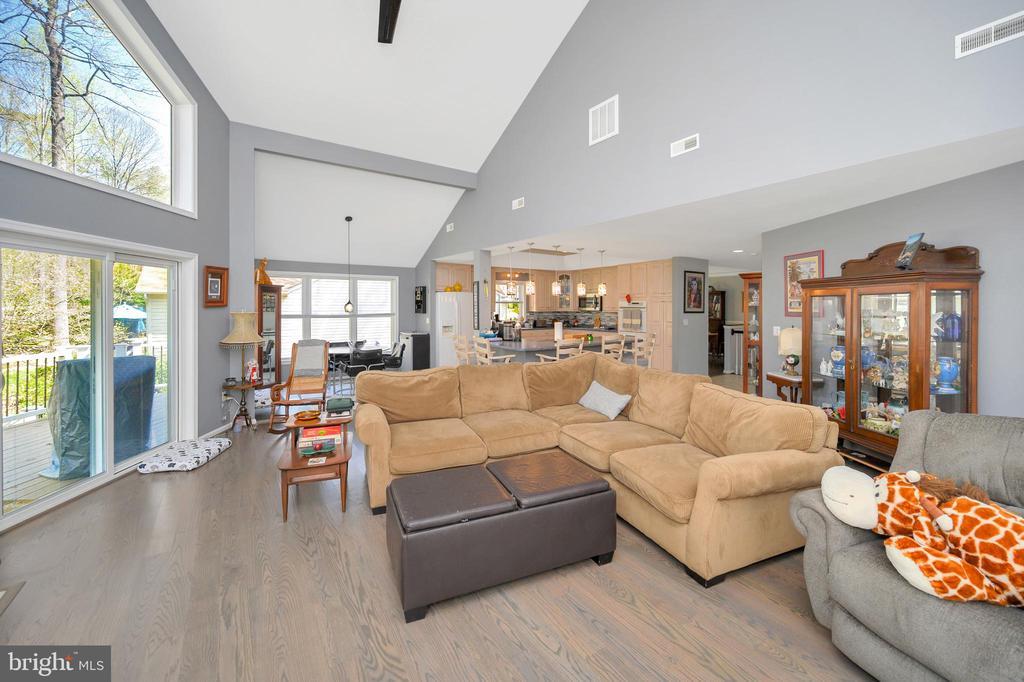 Upper living area - 105 JEFFERSON AVE, LOCUST GROVE