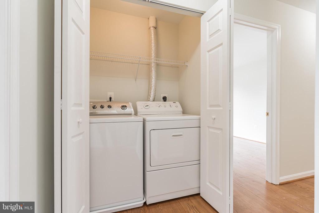 Upper level laundry - 43446 RANDFIELD LN, CHANTILLY