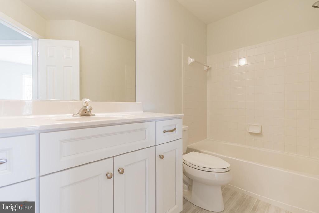 Hall bathroom - 43446 RANDFIELD LN, CHANTILLY