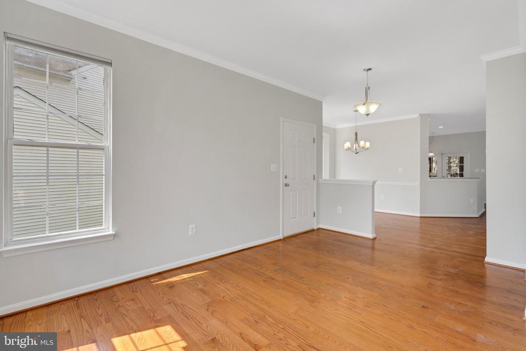 Hardwood floors on main level - 43446 RANDFIELD LN, CHANTILLY