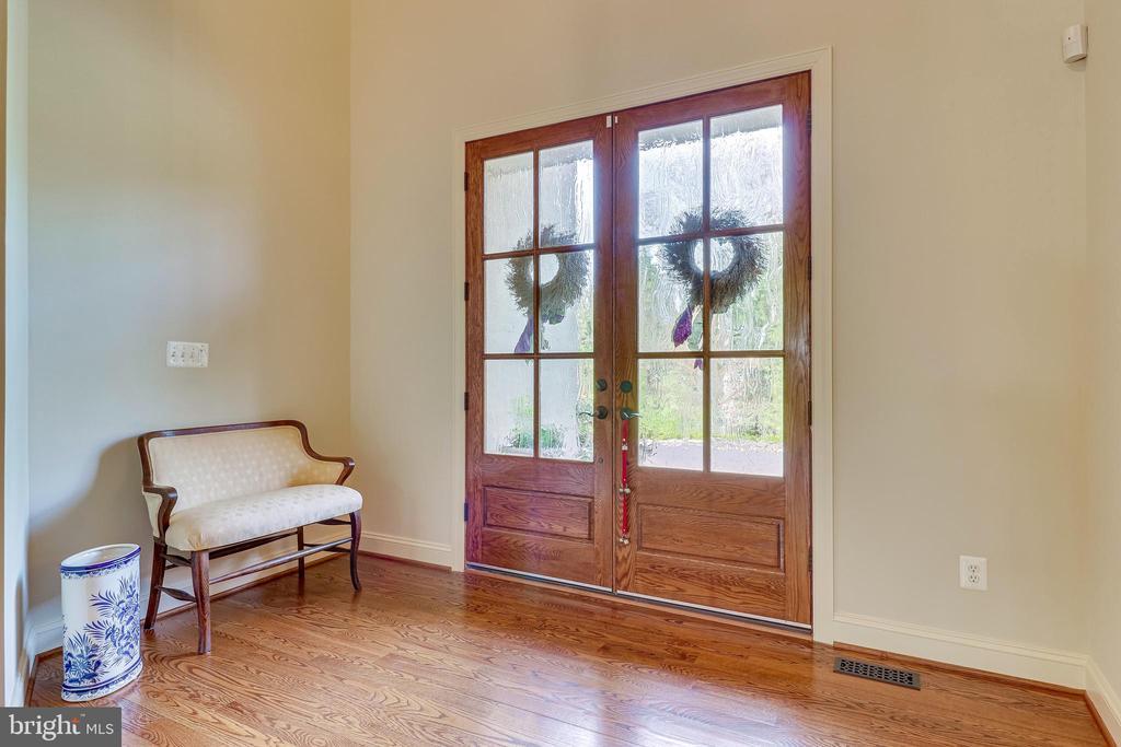 Foyer - 10515 VALE RD, OAKTON