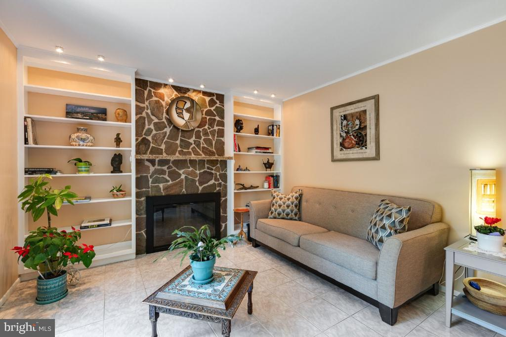 Family room w/ floor-to-ceiling stone fireplace - 10 LODGE PL, ROCKVILLE