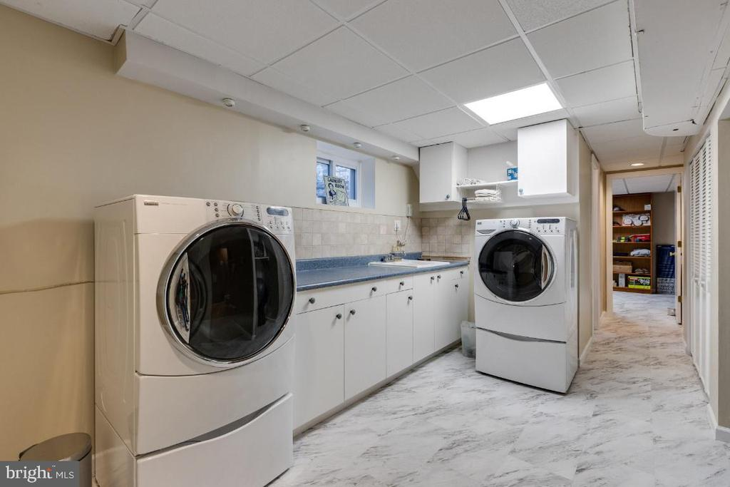 Lower level laundry w/ cabinets & counterspace - 10 LODGE PL, ROCKVILLE