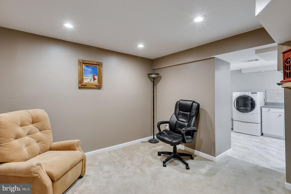Lower level, additional space to use your way - 10 LODGE PL, ROCKVILLE