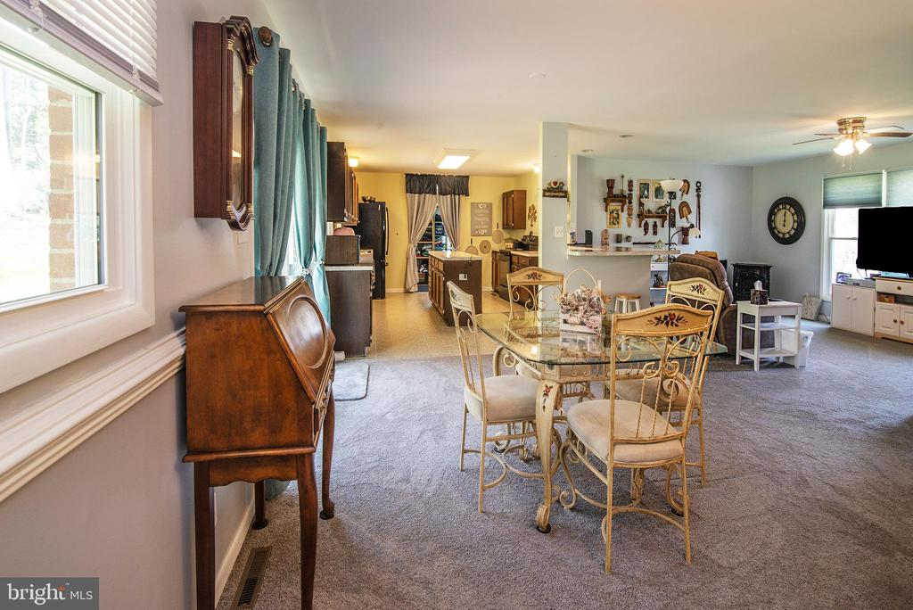 Large eat in area nd formal dining room - 463 HARTWOOD RD, FREDERICKSBURG