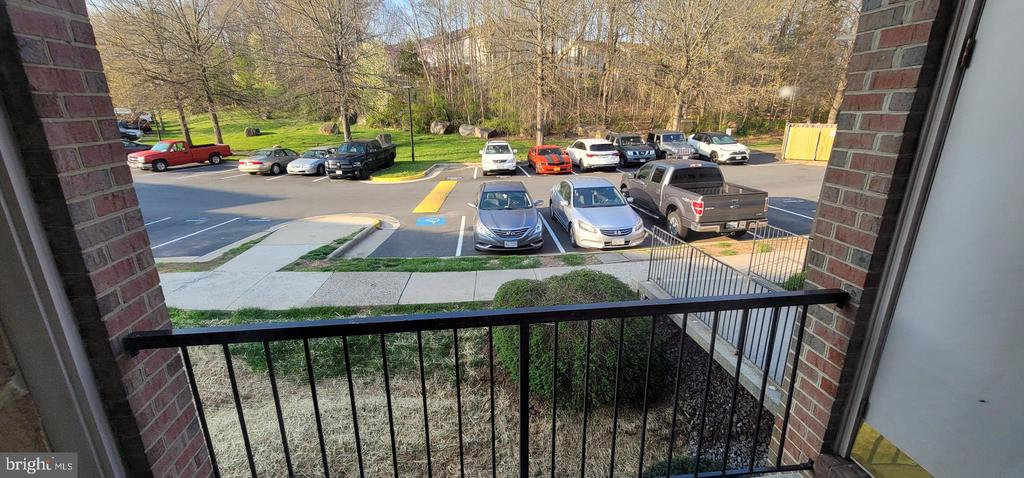 Balcony.1 - community BBQ Grills and open Dog Area - 14905 RYDELL RD #204, CENTREVILLE