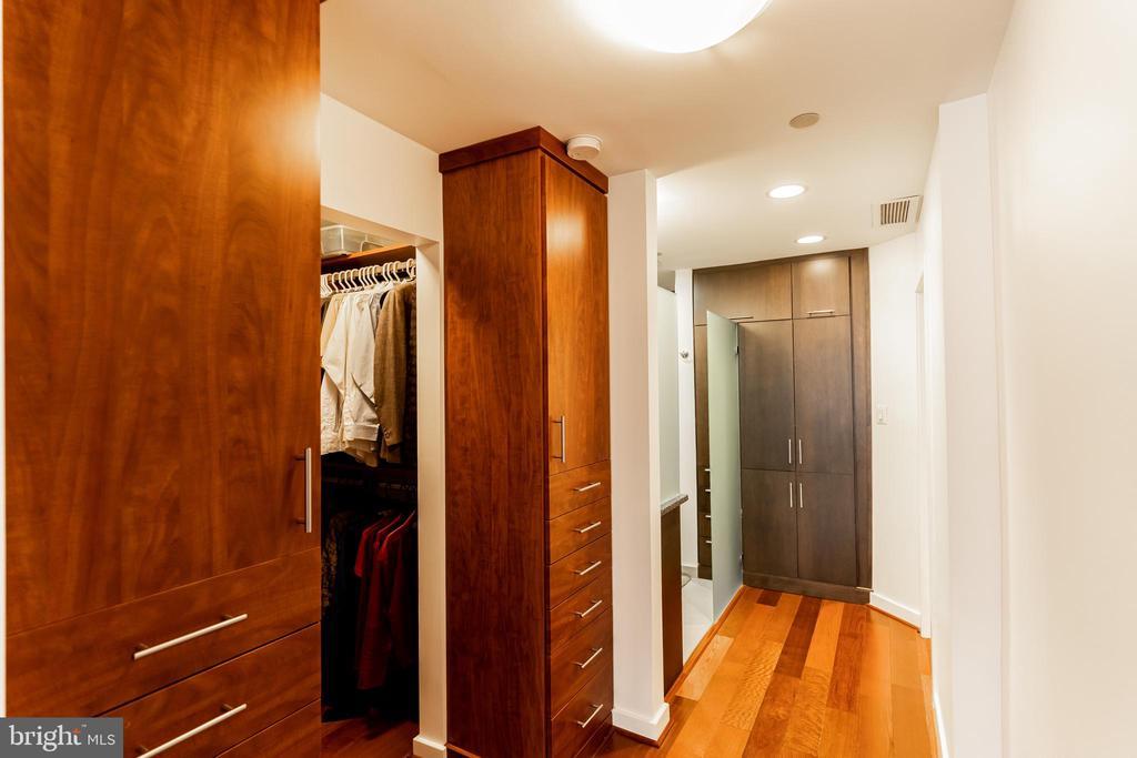 Built in closet primary bedroom - 1530 KEY BLVD #128, ARLINGTON