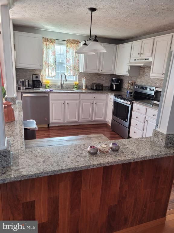 Kitchen - 5456 BRADDOCK RIDGE DR, CENTREVILLE