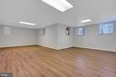 LVP flooring and lots of windows - 43446 RANDFIELD LN, CHANTILLY