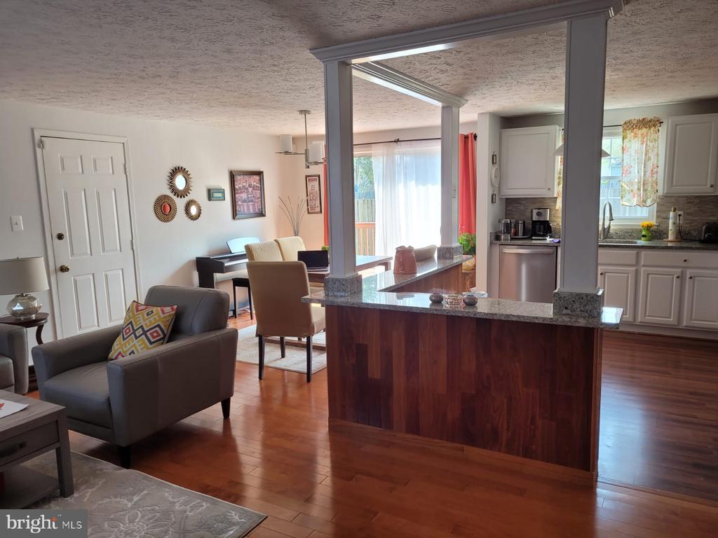 Kitchen/dining area - 5456 BRADDOCK RIDGE DR, CENTREVILLE