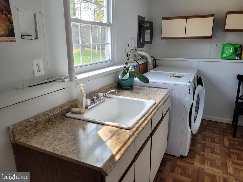 Laundry room - 5456 BRADDOCK RIDGE DR, CENTREVILLE