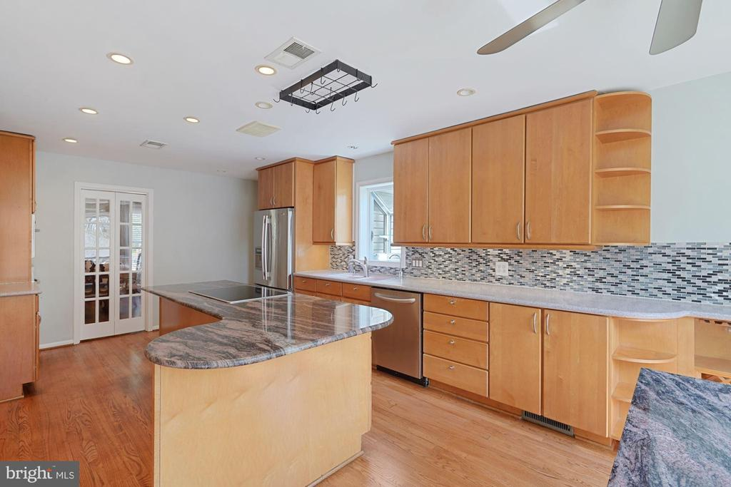 Custom gourmet kitchen;  great counter space - 11935 RIDERS LN, RESTON