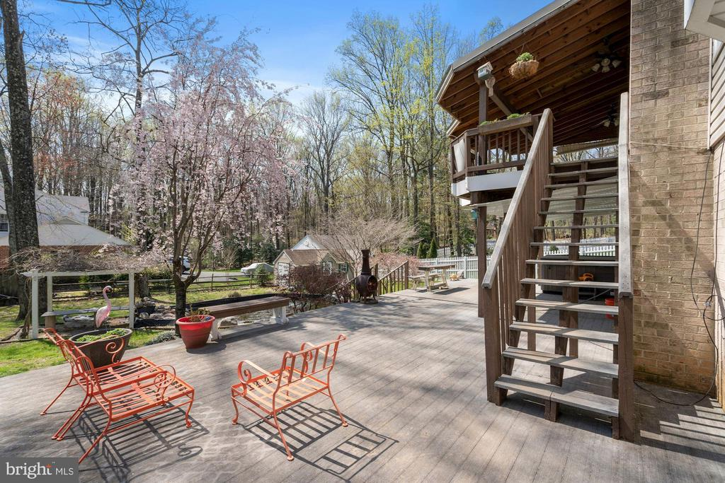 Lower level patio great for fire pit - 11935 RIDERS LN, RESTON