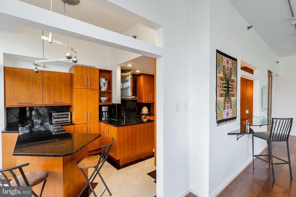 Kitchen /  living room - 1530 KEY BLVD #128, ARLINGTON