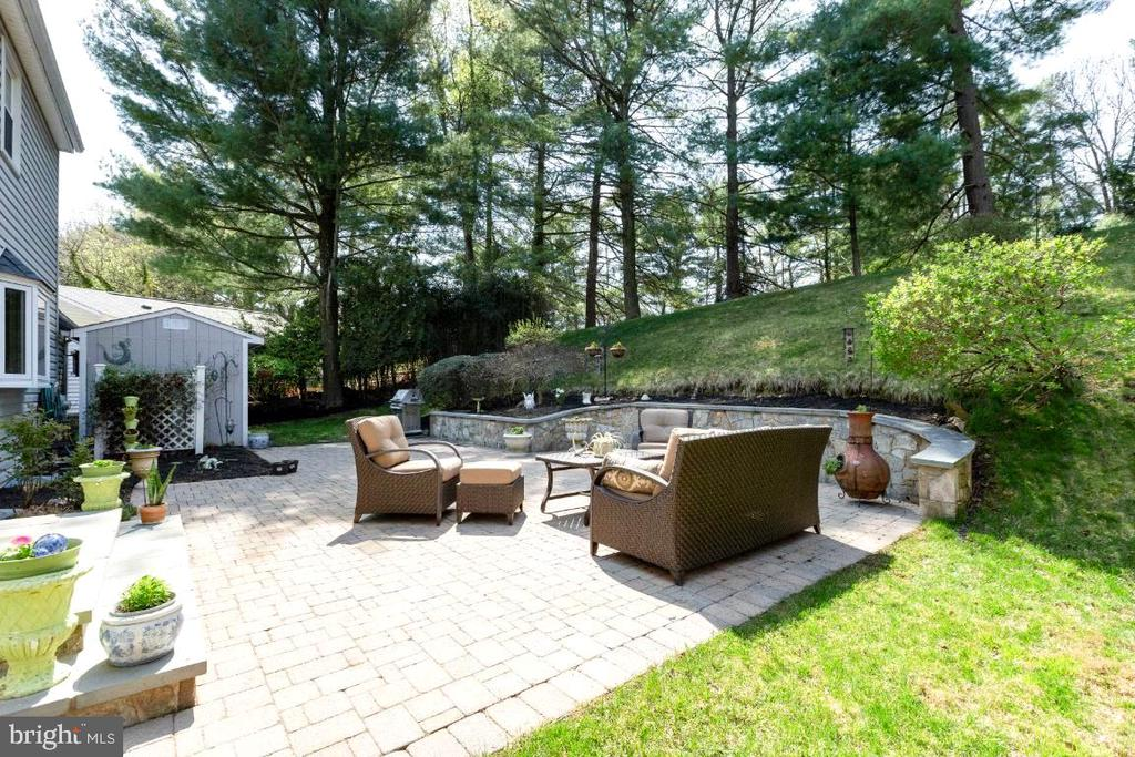 Your Backyard Sanctuary - 10 LODGE PL, ROCKVILLE