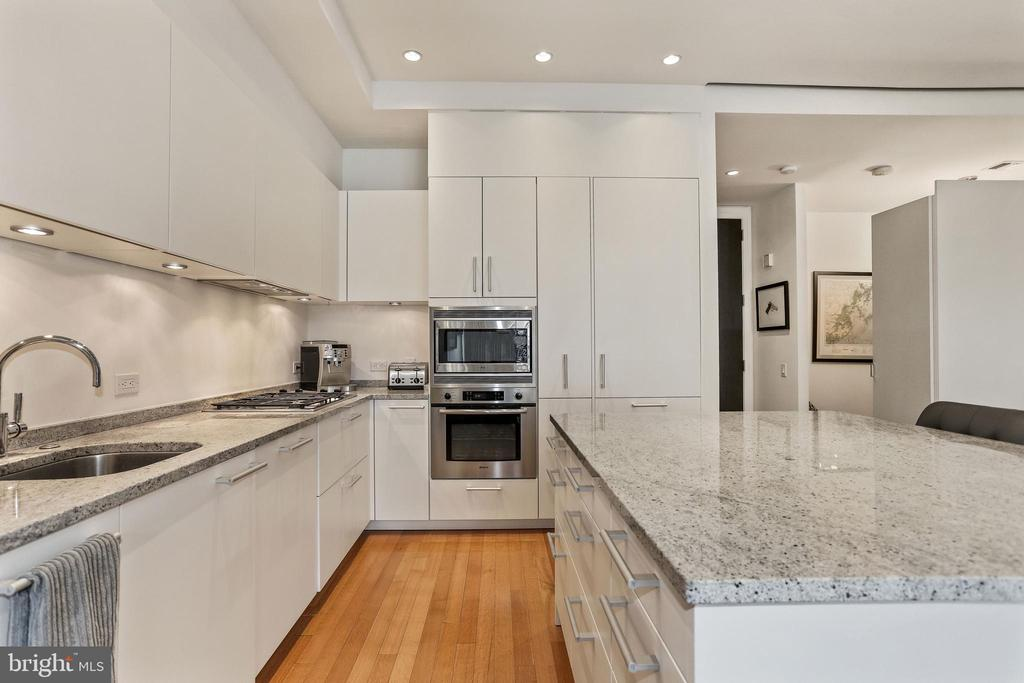 Gourmet kitchen with white Poggenpohl cabinetry - 1177 22ND ST NW #4G, WASHINGTON