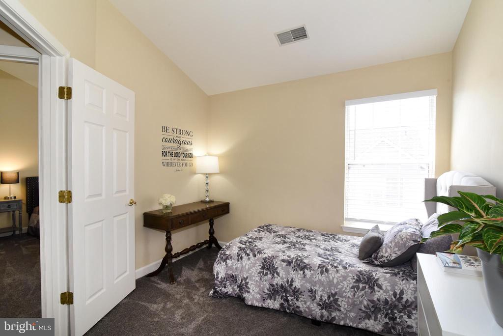 Upper Level Bedroom #3. - 47641 WEATHERBURN TER, STERLING