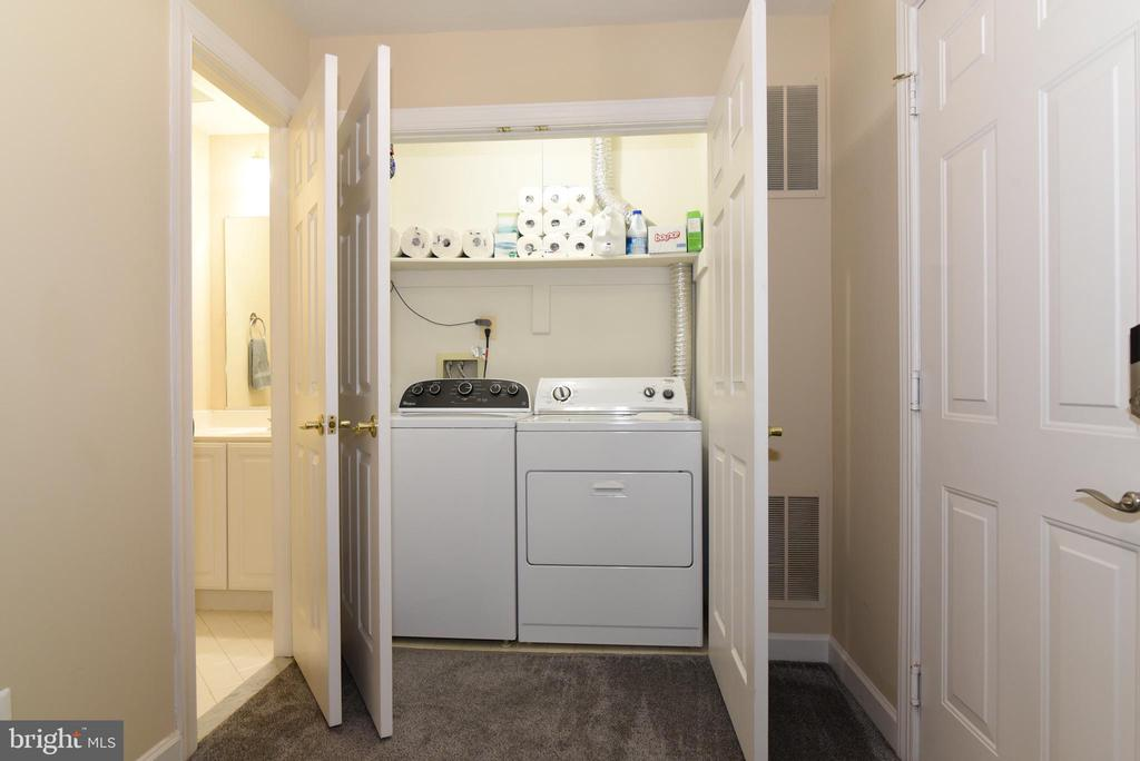 Lower Level Laundry and Half Bath. - 47641 WEATHERBURN TER, STERLING