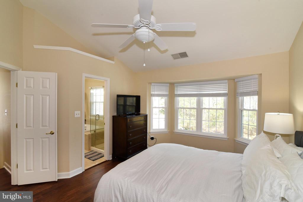 Decompress in Your Primary Suite. - 47641 WEATHERBURN TER, STERLING