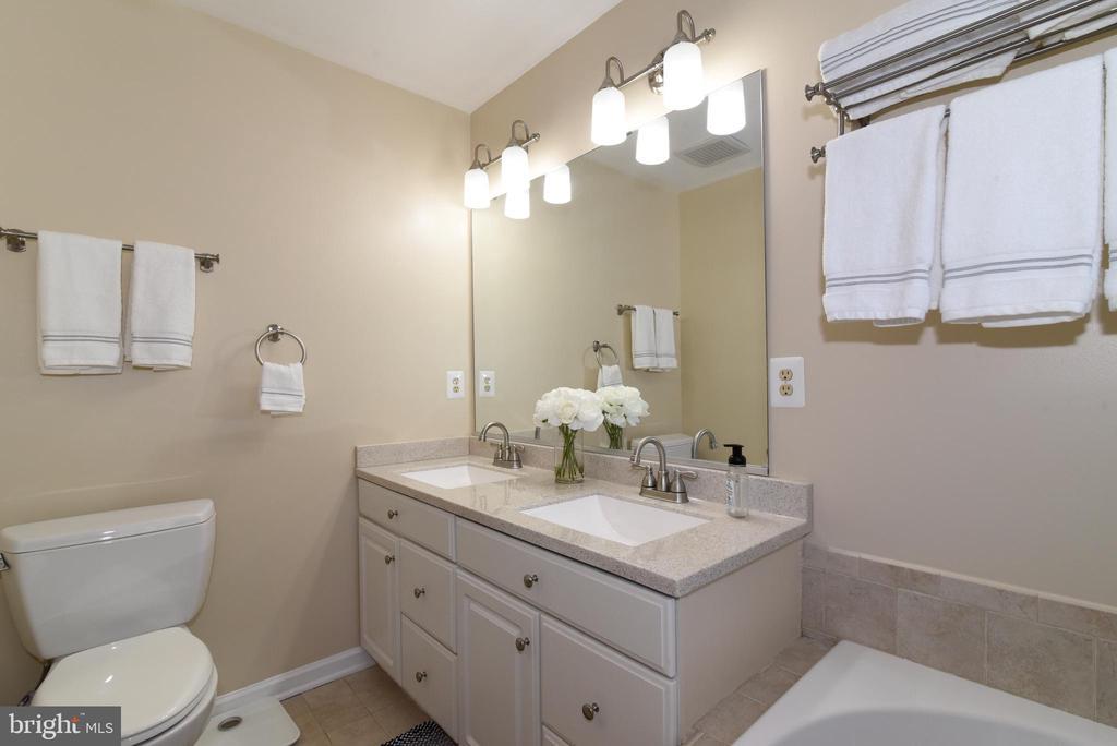 Primary Bathroom. - 47641 WEATHERBURN TER, STERLING