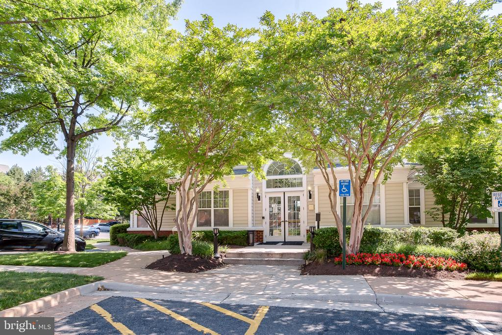 Office/Clubhouse - 1641 INTERNATIONAL DR #104, MCLEAN
