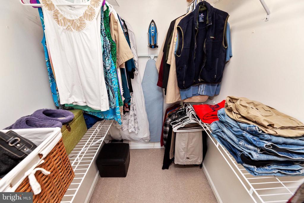 Master closet - 6407 BRASS BUTTON CT, CENTREVILLE