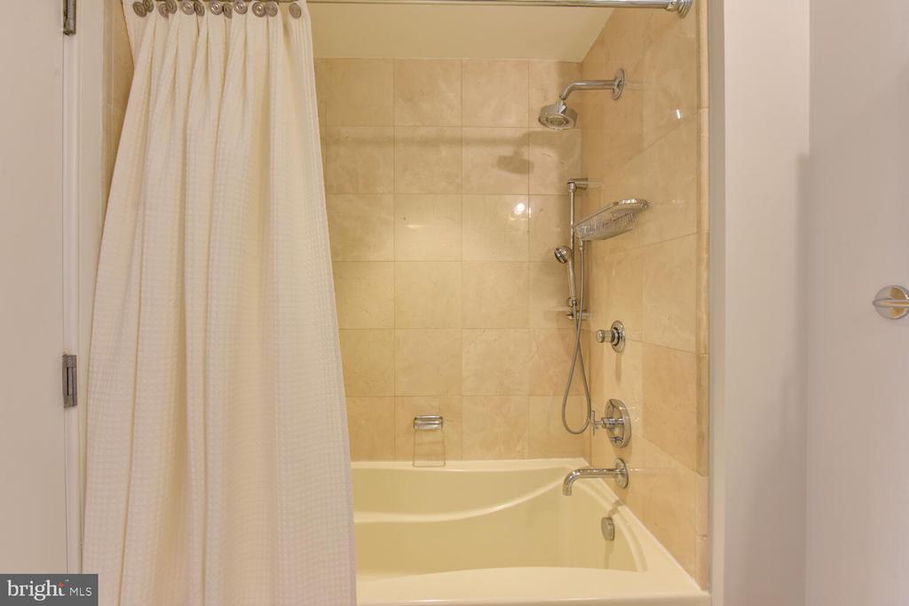 Oversized Tub in Marble Bathroom - 1111 19TH ST N #2006, ARLINGTON