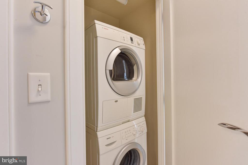 W/D in unit for ultimate convenience - 1111 19TH ST N #2006, ARLINGTON