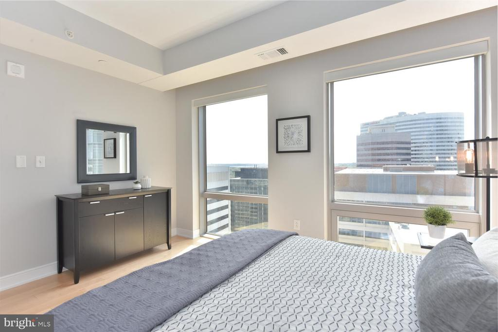 Bedroom with horizon water views. So much light - 1111 19TH ST N #2006, ARLINGTON