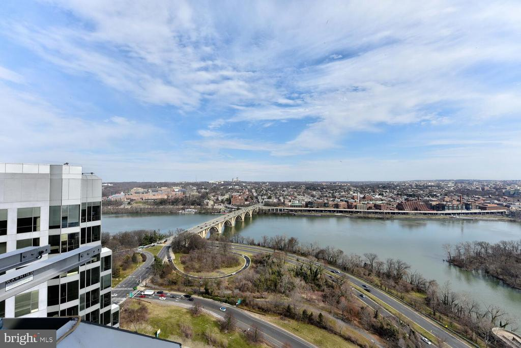 This is more than a world class view! Georgetown!! - 1111 19TH ST N #2006, ARLINGTON