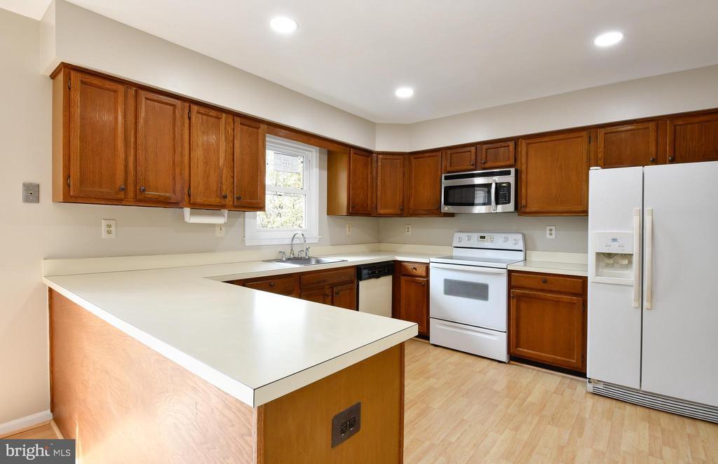 Kitchen - 5316 DUNLEIGH DR, BURKE