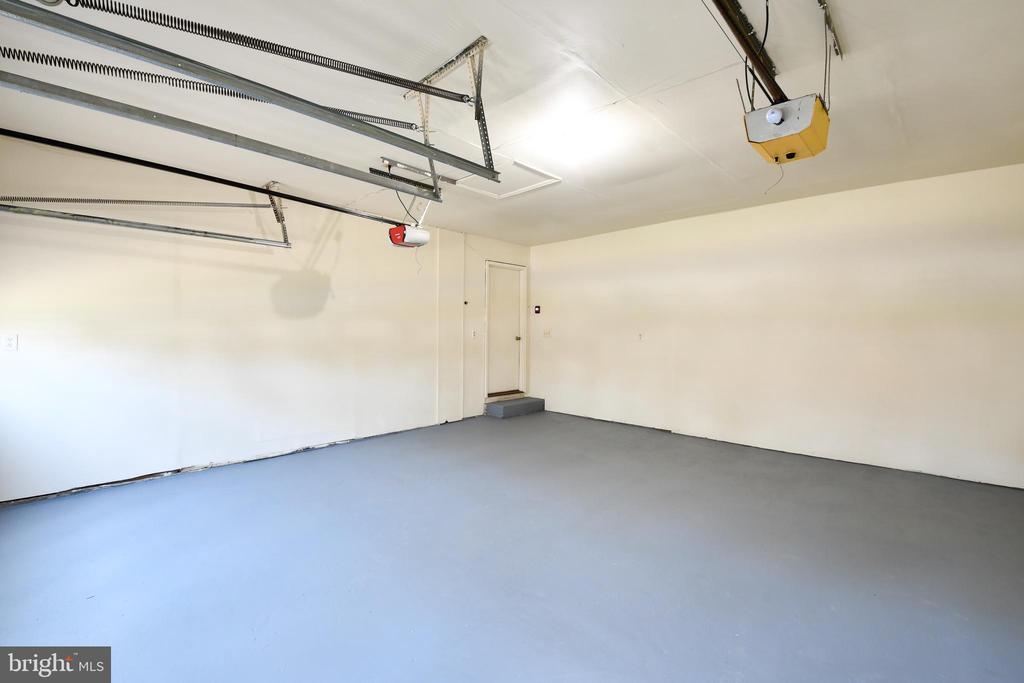 2 car garage - 5316 DUNLEIGH DR, BURKE