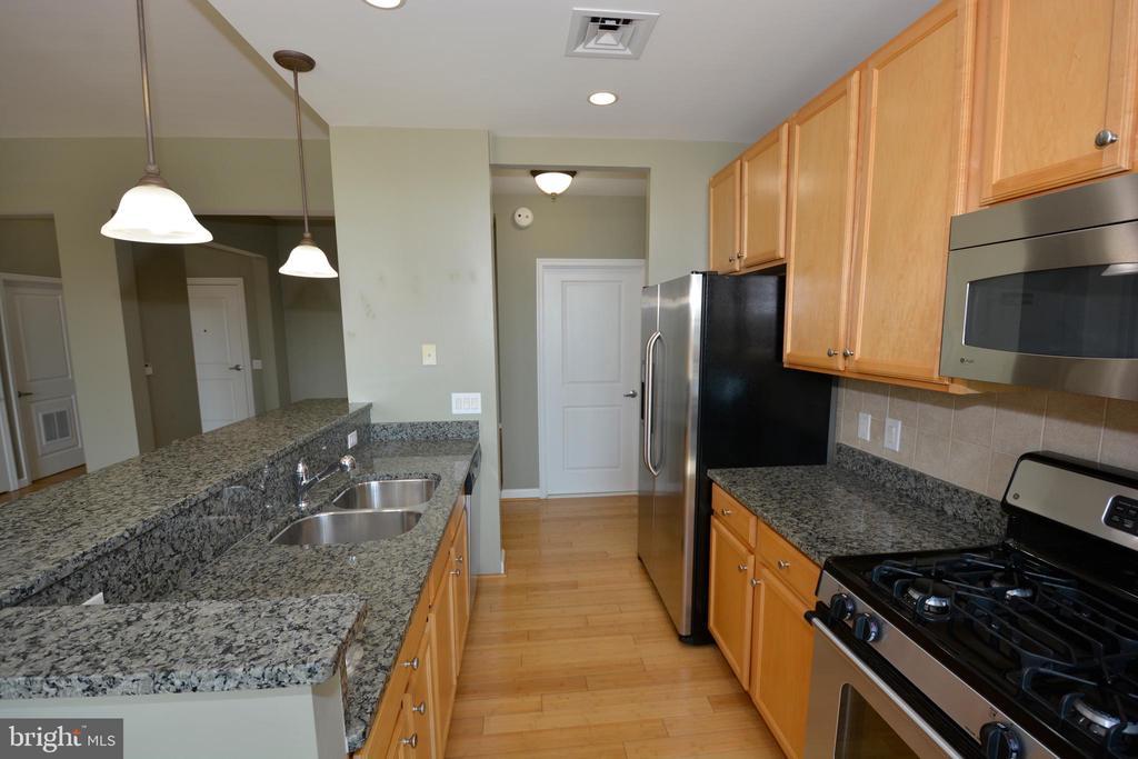Kitchen - 1830 FOUNTAIN DR #1206, RESTON