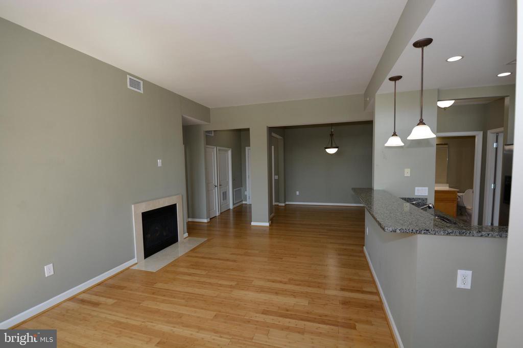 Livingroom - 1830 FOUNTAIN DR #1206, RESTON