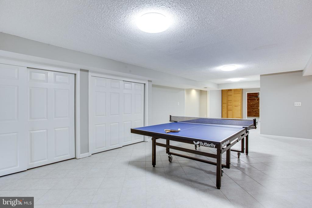 Plenty of room for game tables - 847 WHANN AVE, MCLEAN