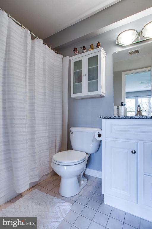 Ensuite bathroom for bedroom 4 - 847 WHANN AVE, MCLEAN