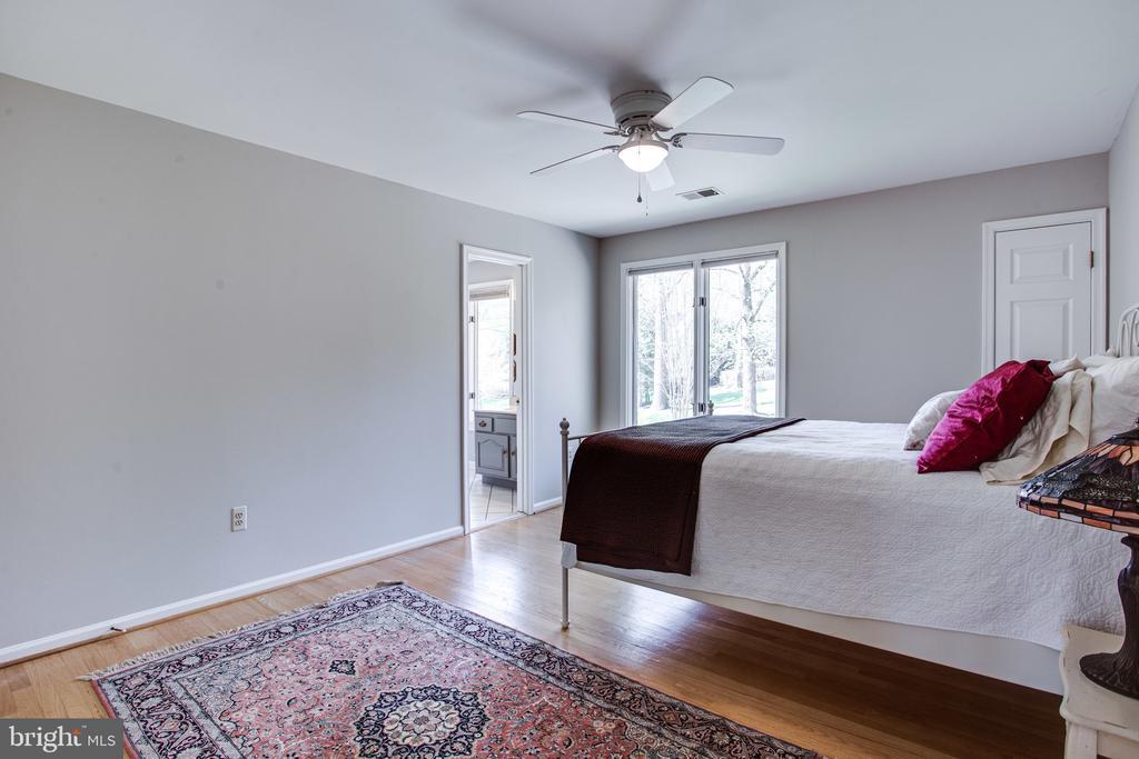 Bedroom 2 with hardwood floors - 847 WHANN AVE, MCLEAN