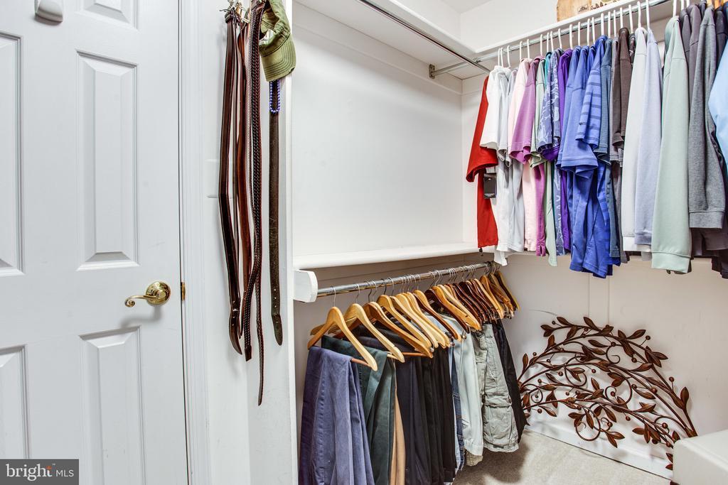 Walk-in closet - 847 WHANN AVE, MCLEAN
