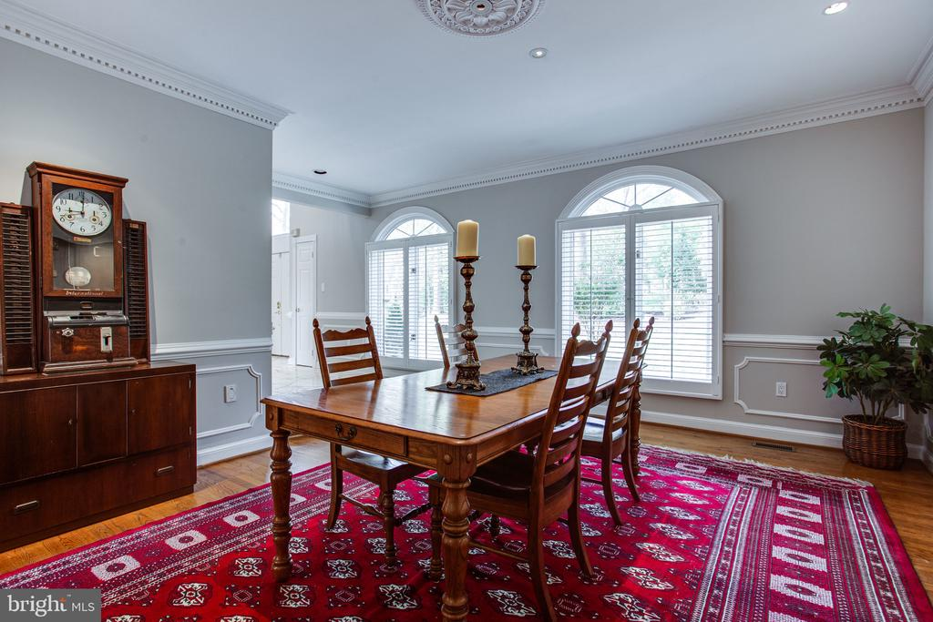 Spacious formal dining room - 847 WHANN AVE, MCLEAN