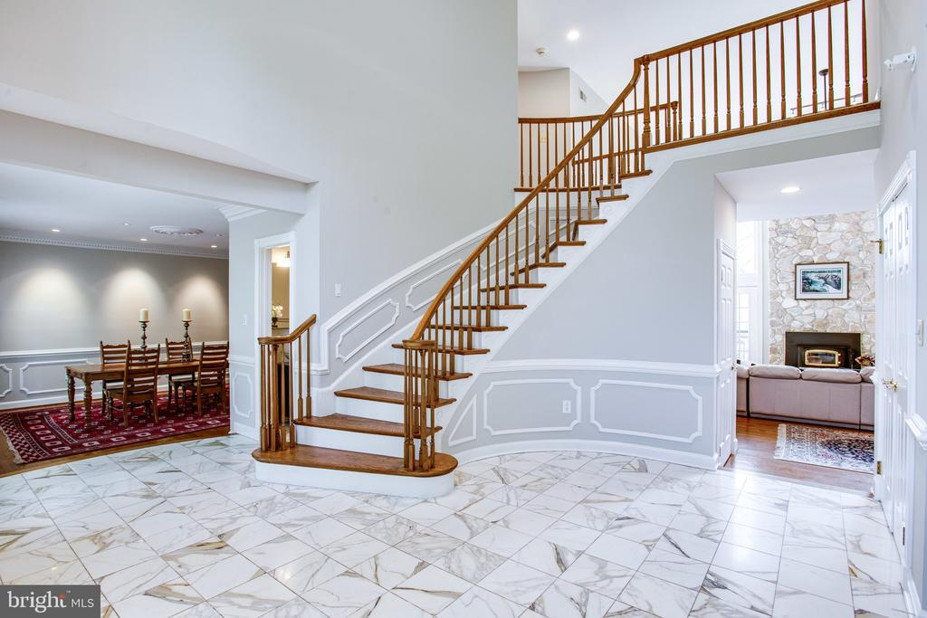 Polished marble flooring - 847 WHANN AVE, MCLEAN