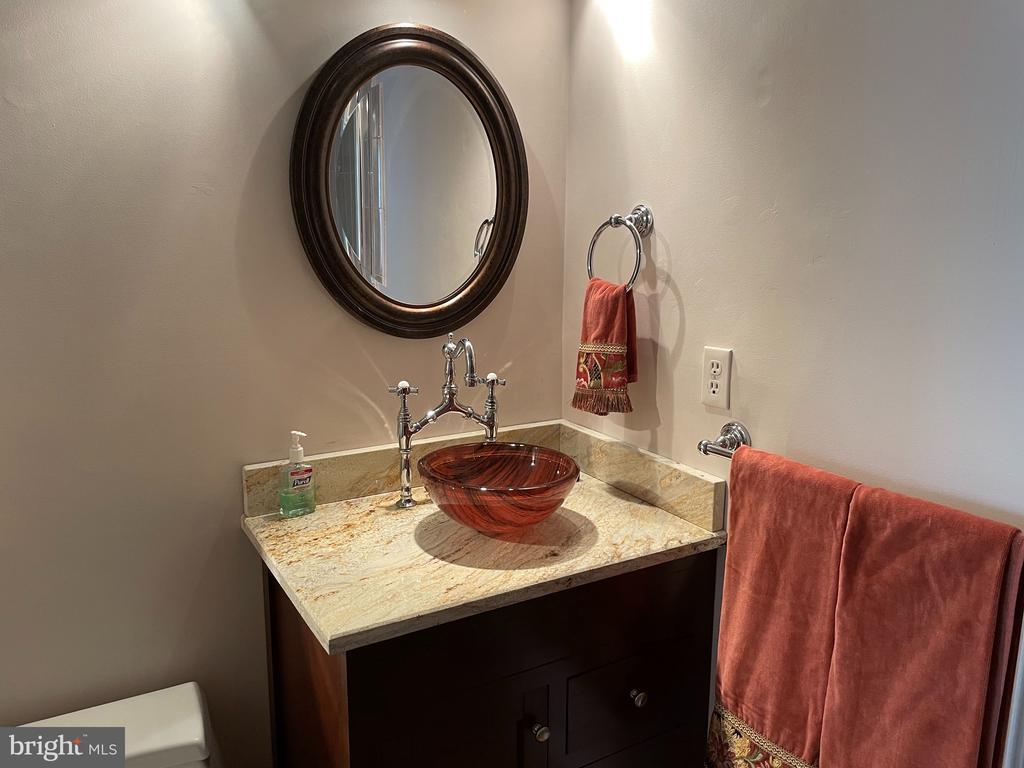 Guest bathroom - 5853 KARA PL, BURKE