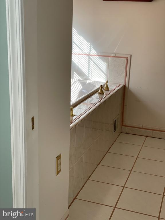 Primary bathroom - 5853 KARA PL, BURKE