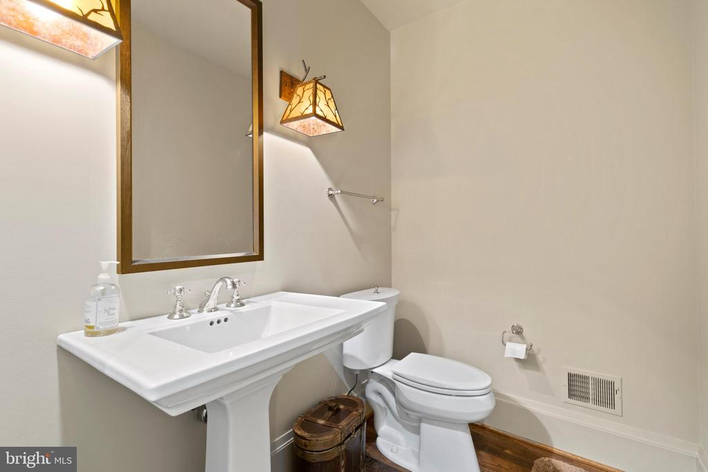 Powder Room - 817 MACKALL, MCLEAN