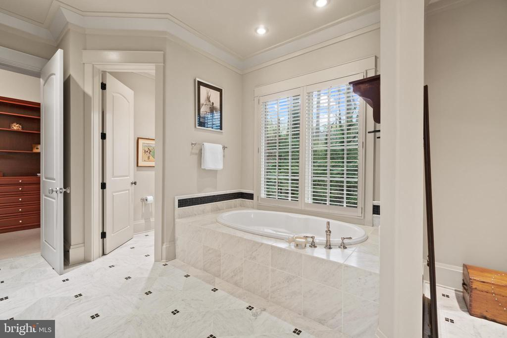 Soaking Tub - 817 MACKALL, MCLEAN