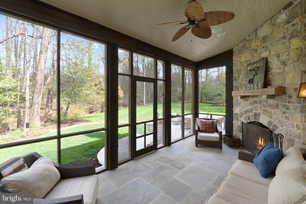 Fabulous Screened Porch off Family Room - 817 MACKALL, MCLEAN