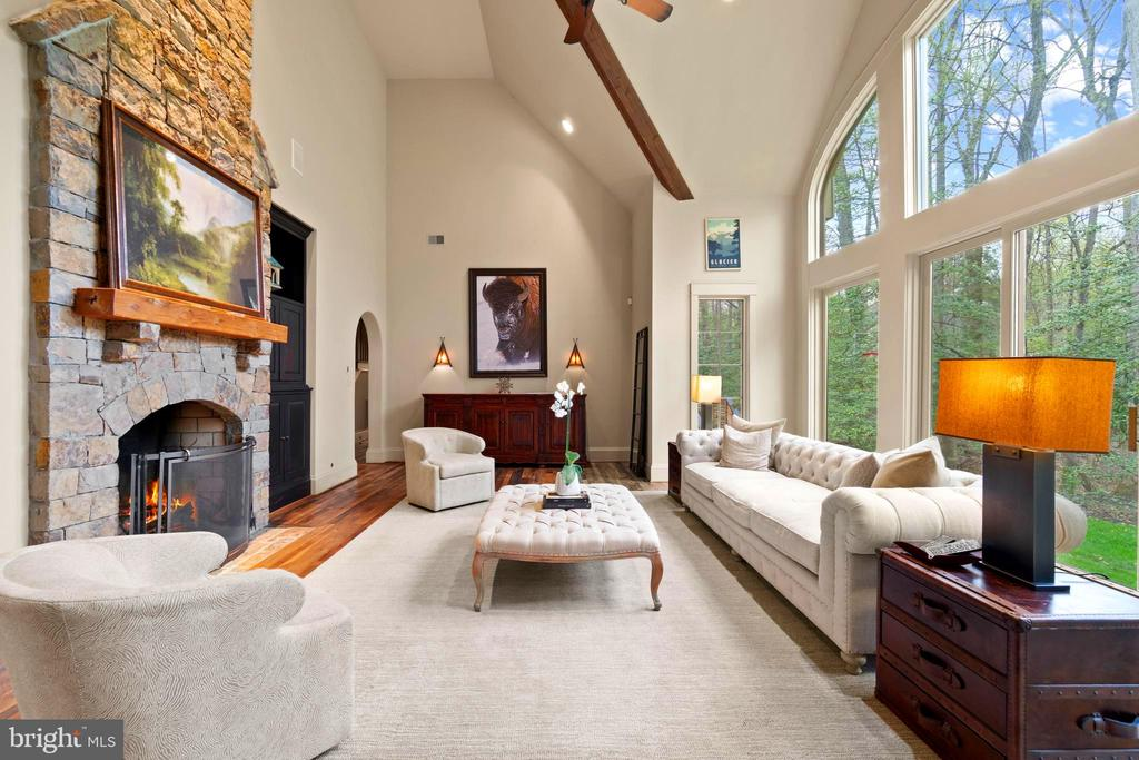 Incredible Windows-Light & Bright - 817 MACKALL, MCLEAN