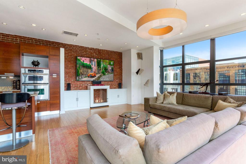 Built - Ins, Fireplace - 1413 P ST NW #302, WASHINGTON